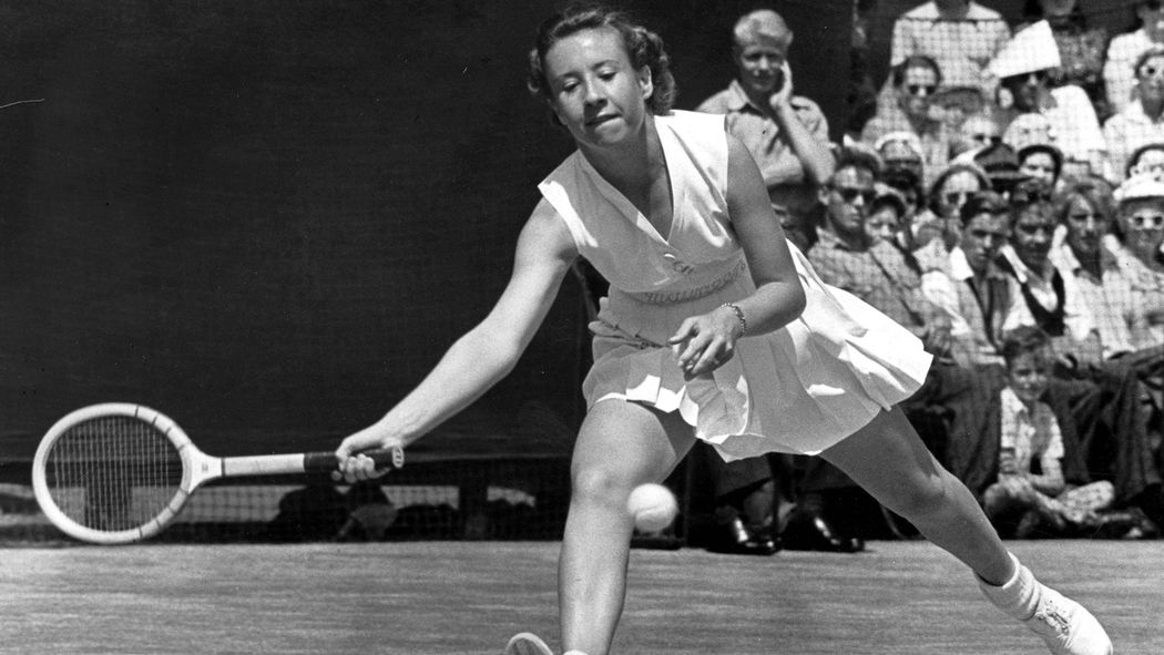 a history of tennis Before there was tennis, there was a french game called jeu de paume (palm game) that was very similar to tennis, but players used their hands instead of a racquet.